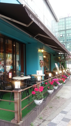 A small and very pretty coffee shop in Suwon