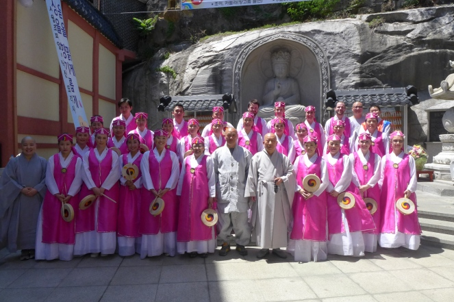 Group picture with the monks
