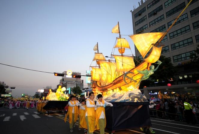 Lantern parade ship