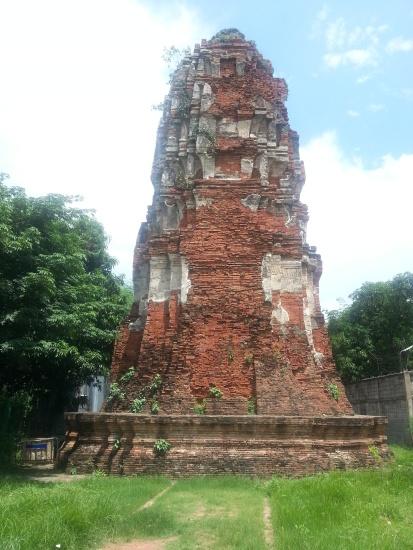 Random ruin we saw while walking~
